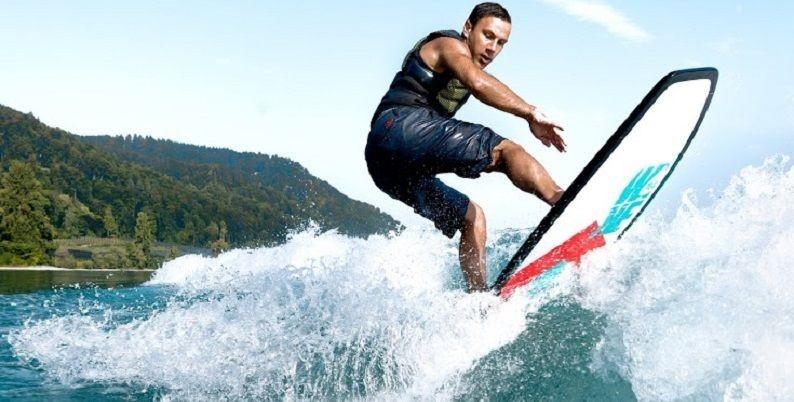 Deski wakesurfer do surfowania na fali za motorówką
